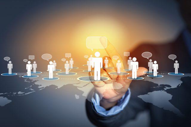 Dialogue consommateurs, réseaux sociaux.